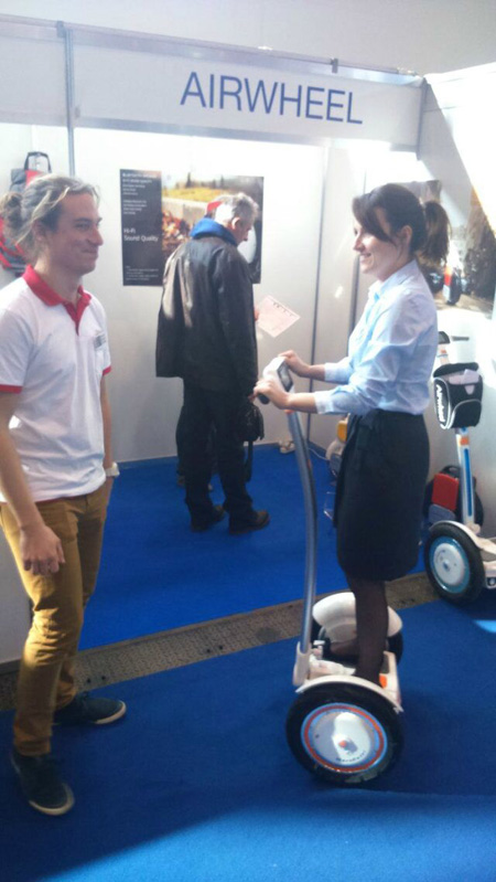 AIRWHEEL SELF-BALANCING UNICYCLE, STYLISH AND STURDY