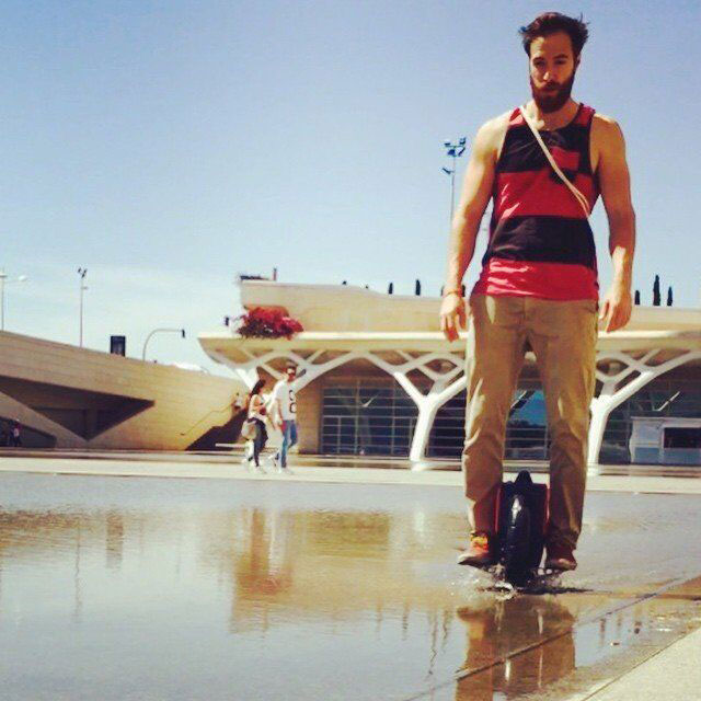 A Green Travel Style with Airwheel Self-balancing Electric Unicycle